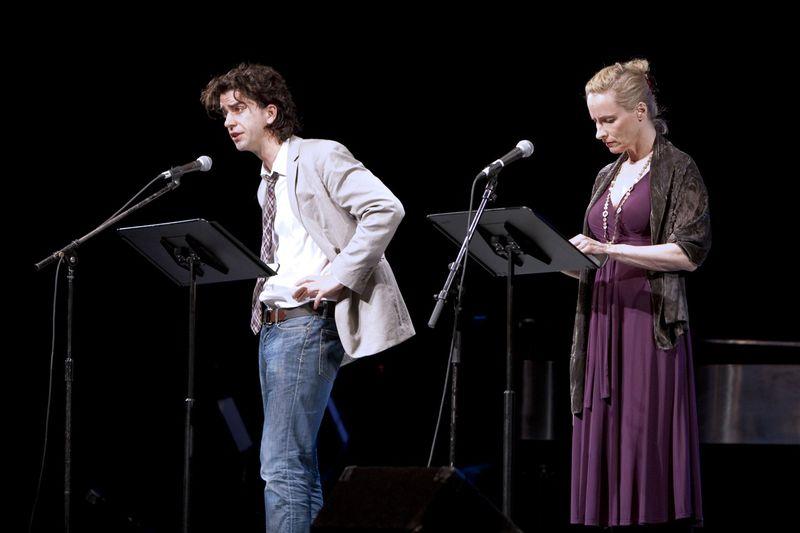 Hamish Linklater & Laila Robbins